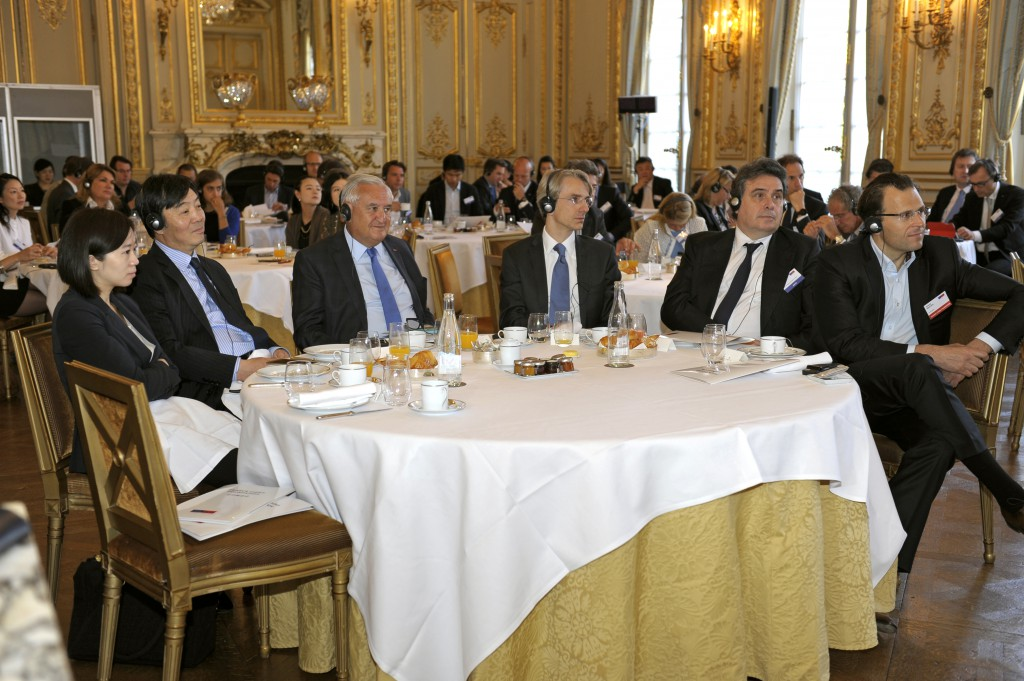 The intervention was followed by a discussion with major French companies leaders.
